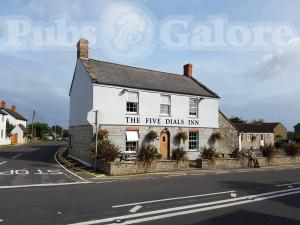 Picture of The Five Dials Inn