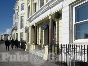 Picture of No 1 Bar & Bistro (Queens Hotel)