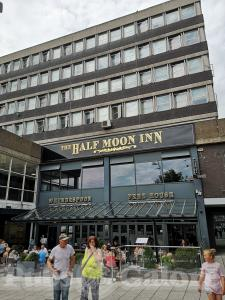Picture of The Half Moon Inn (JD Wetherspoon)